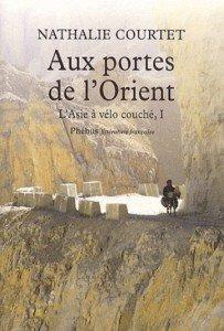 """couverture livre """"aux portes de l'orient - l'asie à vélo couché"""""""