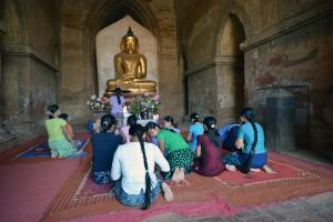 BIRMANIE-Bagan-Fidèles